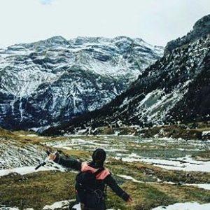 ¡El senderismo en invierno te regenera! ? ? ?? Gracias @rachel_cellist por tus preciosas fotos y por etiquetarnos. Os invitamos a visitar su galería. ? ? ? ?? Síguenos y etiqueta tus fotos con el hashtag @MirAragon . . . · ? ? ? ?? Valle de Pineta, Pirineos (Huesca) ? ? ? #valledepineta #Aragón  #Huesca  #rinconesdelpirineo  #sky #senderismo  #pyrenees  #mountains #pirineos  #pirineoaragones  #casabiescas #montañas #naturaleza  #nature  #travel #miraragon  #ordesa #adventure #hike #paisaje #trekking #travel #viajar #hiking #trip #España #snow #nieve #winter #huescapirineos