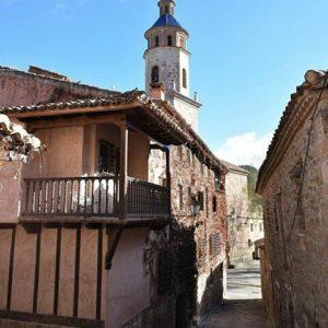 Un pequeño rinconcito de este pueblo de la Comarca Gúdar-Javalambre. ? ? ?? Gracias @dianagshoots por tus preciosas fotos y por este #repost. Os invitamos a visitar su galería. ? ? ? ?? Síguenos y etiqueta tus fotos con el hashtag @MirAragon . . . · ? ? ? ?? Cabra de Mora (Teruel) ? ? ? #cabrademora #Teruel  #Aragón  #gudarjavalambre #casabiescas #montañas #naturaleza  #pueblo  #nature  #arquitecturamedieval  #miraragon  #tourism  #town #rural  #medieval  #paisaje #trekking #travel #viajar #hiking #architecture #landscape #trip #adventure #España  #winter #Spain #wanderlust #capture