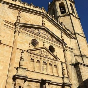 La iglesia de Cretas (Teruel) reabre tras tres años cerrada. Una gran oportunidad para no perderse ningún rincón del Matarraña ? ?? Gracias @frivolatilizado por tus preciosas fotos y por este #repost. Os invitamos a visitar su galería. ? ? ? ?? Síguenos y etiqueta tus fotos con el hashtag @MirAragon . . . · ? ? ? ?? Cretas (Teruel) ? ? ? #cretas #Teruel  #Aragón  #matarraña #casabiescas #montañas #naturaleza  #pueblo  #nature  #arquitecturamedieval  #miraragon  #tourism  #town #rural  #medieval  #paisaje #trekking #travel #viajar #hiking #architecture #landscape #trip #adventure #España  #winter #Spain #wanderlust #capture