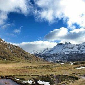 La belleza del Valle de Aguas Tuertas ? ? ? ?? Gracias @2mrs por tus preciosas fotos y por etiquetarnos. Os invitamos a visitar su galería. ? ? ? ?? Síguenos y etiqueta tus fotos con el hashtag @MirAragon . . . · ? ? ? ? ?? Pirineos (Huesca) ? ? ? #aguastuertas #Aragón  #Huesca  #rinconesdelpirineo  #horse #senderismo  #pyrenees  #mountains #pirineos  #pirineoaragones  #casabiescas #montañas #naturaleza  #nature  #travel #miraragon  #adventure #hike #capture #paisaje #trekking #travel #viajar #hiking #trip #España #snow #nieve #winter #huescapirineos