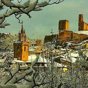 Preciosa imagen de Uncastillo cubierto de nieve ? ? ?? Gracias @danirived76 por tu preciosa foto y por este #repost. Os invitamos a visitar su galería. ? ? ? ?? Síguenos y etiqueta tus fotos con el hashtag @MirAragon . . . · ? ? ? ?? Uncastillo (Zaragoza) ? ? ? #uncastillo #zaragoza #Aragón #aragon  #Sierra #sky #tree #winter #esqui  #snow #nieve #casabiescas #montañas #naturaleza  #nature  #miraragon  #architecture #paisajesdearagon #hiking #tourism #travel #viaje  #vistas #landscape #España #spain #trekking #senderismo #tourism