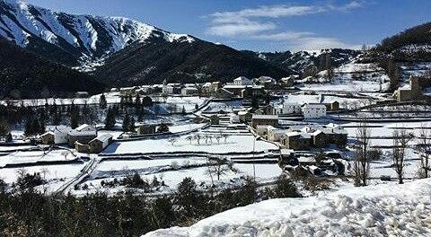 Vistas de Linás de Broto cubierto de nieve ? ? ? ?? Gracias @delinasbelen por tus preciosas fotos y por etiquetarnos. Os invitamos a visitar su galería. ? ? ? ?? Síguenos y etiqueta tus fotos con el hashtag @MirAragon . . . · ? ? ? ? ?? Linás de Broto (Huesca) ? ? ? #linasdebroto  #Aragón  #Huesca  #rinconesdelpirineo  #view  #senderismo  #pyrenees  #mountains #pirineos  #pirineoaragones  #casabiescas #montañas #naturaleza  #nature  #travel #miraragon  #adventure #hike #capture #paisaje #trekking #travel #viajar #hiking #trip #España #snow #nieve #winter #huescapirineos