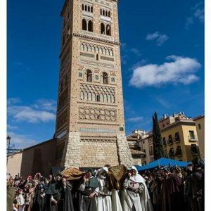 El funeral de Diego e Isabel bajo nuestro patrimonio mudéjar. ? ? ?? Gracias @turoljones por tus preciosas fotos y por etiquetarnos. Os invitamos a visitar su galería. ? ? ? ?? Síguenos y etiqueta tus fotos con el hashtag @MirAragon . . . · ? ? ? ?? Teruel ? ? ? #amantesdeteruel #Teruel  #Aragón  #medieval #casabiescas #architecture  #naturaleza  #pueblo  #nature  #arquitecturamedieval  #miraragon  #tourism  #town  #mudejar  #medieval  #paisaje #fiesta #travel #viajar #hiking #festival #landscape #trip #adventure #España  #winter #Spain #wanderlust #capture