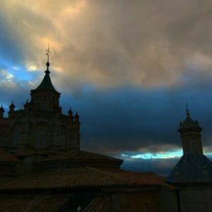 La catedral de Teruel a vista de pájaro al atardecer ? ? ?? Gracias @elenitadoso por tus preciosas fotos y por este #repost . Os invitamos a visitar su galería. ? ? ? ?? Síguenos y etiqueta tus fotos con el hashtag @MirAragon . . . · ? ? ? ?? Teruel ? ? ? #Teruel  #Aragón  #miraragon  #medieval #casabiescas #architecture  #naturaleza  #pueblo  #nature  #arquitecturamedieval  #tourism  #town  #mudejar  #medieval  #paisaje  #fiesta  #travel #viajar  #hiking  #festival  #landscape #trip #adventure #España  #winter #Spain #wanderlust #capture