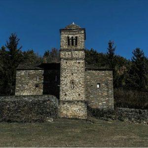 Ermita de San Bartolomé de Gavín, siglo X. ? ? ? ?? Gracias @charoanadon por tus preciosas fotos y por etiquetarnos. Os invitamos a visitar su galería. ? ? ? ?? Síguenos y etiqueta tus fotos con el hashtag @MirAragon . . . · ? ? ? ? ?? Gavin-Biescas (Huesca) ? ? ? #Biescas  #Aragón  #Huesca  #miraragon  #casabiescas #rinconesdelpirineo  #view  #senderismo  #pyrenees  #mountains #pirineos  #pirineoaragones  #montañas #naturaleza  #nature  #travel #adventure #hike #capture #paisaje  #trekking  #travel  #viajar #hiking #trip  #España #snow #nieve #winter #gavin