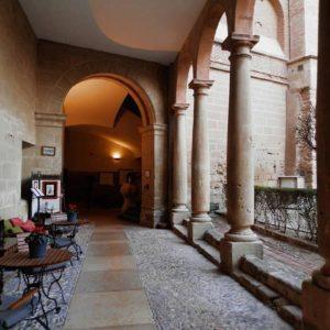 Parador de Alcañiz con mucha historia que contar ?Castillo Calatravos?. ? ? ?? Gracias @aleksandra_monika_  por tus preciosas fotos y por etiquetarnos. ? ? ??Os invitamos a visitar su galería. ? ? ?? Síguenos y etiqueta tus fotos con el hashtag @MirAragon . . . · ? ? ??Aragón (Spain) ? ? #MirAragon  #montañas #naturaleza  #paisaje  #amantesdelanaturaleza  #travel  #viajar  #casabiescas #aventuras  #alairelibre  #deviaje  #spain  #nature  #spain  #love  #adventure  #explorer  #winter  #stone  #winter  #españa  #aragón  #alcañiz  #turismoaragon #viajera  #castillo  #blog #blogger #instaviajeros #blogdeviajes