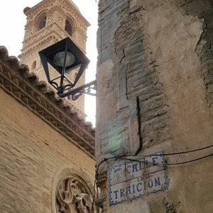 Tarazona y su encanto mudéjar. ? ? ? ?? Gracias @mvillapuyuelo por su preciosa foto y por etiquetarnos. Os invitamos a visitar su galería. ? ? ? ?? Síguenos y etiqueta tus fotos con el hashtag @MirAragon . . . · ? ? ? ?? Tarazona (Zaragoza) ? ? #tarazona #aragon  #Zaragoza  #miraragon  #Aragón  #España  #casabiescas #architecture  #streetphotography  #viaje #travel #trip #street #calle  #history  #arquitectura #tesorosdearagon #visitspain #wanderlust #photography #fotografia #medieval #instagood  #mudejar  #tourism #turismo #town #spain #capture