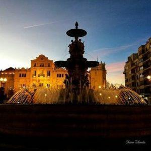 El encanto de la Huesca nocturna. ? ? ? ?? Gracias @charotaborda por tus preciosas fotos y por etiquetarnos. Os invitamos a visitar su galería. ? ? ? ?? Síguenos y etiqueta tus fotos con el hashtag @MirAragon . . . · ? ? ? ? ?? Huesca ? ? ?  #Aragón  #Huesca  #miraragon  #view  #senderismo  #aragon  #town #architecture  #casabiescas #naturaleza  #nature  #travel #adventure #hike #capture #paisaje  #trekking  #trip #viajar #hiking #trip #night #noche #España #snow #nieve #winter #tourism #capture #wanderlust