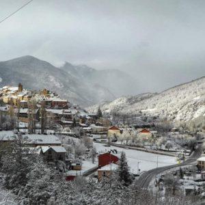 Postal nevada, Castiello de Jaca ? ? ? ?? Gracias @charotaborda  por tus preciosas fotos y por etiquetarnos. ? ? ? ??Os invitamos a visitar su galería. ? ? ? ?? Síguenos y etiqueta tus fotos con el hashtag @MirAragon . . . · ? ? ? ??Aragón (Spain) ? ? ? #MirAragon  #montañas #naturaleza  #paisaje  #amantesdelanaturaleza  #travel  #viajar  #casabiescas #aventuras  #alairelibre  #deviaje  #spain  #nature  #love  #adventure  #explorer  #winter  #stone  #winter  #españa  #aragón  #turismoaragon  #viajera  #historia  #nieve #snow #invierno #castiellodejaca #jacetania #huesca  #pueblosconencanto