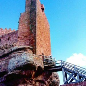 El castillo de Peracense, construido en piedra de rodeno en el siglo XII, se ha convertido en uno de los castillos más visitados de Aragón. Una buena opción para esta Semana Santa. ? ? ?? Gracias @olgaclick por tus preciosas fotos y por etiquetarnos. Os invitamos a visitar su galería. ? ? ? ?? Síguenos y etiqueta tus fotos con el hashtag @MirAragon . . . · ? ? ? ?? Peracense (Teruel) ? ? ? #Peracense  #Teruel  #Aragón  #miraragon  #medieval #casabiescas #architecture  #naturaleza  #pueblo  #nature  #arquitecturamedieval  #tourism  #town  #sierradealbarracin  #view #vistas #instagood #paisaje #travel #viajar #hiking  #landscape #trip #adventure #España  #winter #Spain #wanderlust #capture