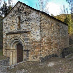Ermita de San Adrián de Sasabe ? ? ? ?? Gracias @charotaborda  por tus preciosas fotos y por etiquetarnos. ? ? ? ??Os invitamos a visitar su galería. ? ? ? ?? Síguenos y etiqueta tus fotos con el hashtag @MirAragon . . . · ? ? ? ??Aragón (Spain) ? ? ? #MirAragon  #montañas #naturaleza  #paisaje  #amantesdelanaturaleza  #travel  #viajar  #casabiescas #aventuras  #alairelibre  #deviaje  #spain  #nature  #love  #adventure  #explorer  #españa  #aragon  #turismoaragon  #viajera  #Spain  #pirineos #ermita  #romanico  #santogrial  #borau  #jacetania