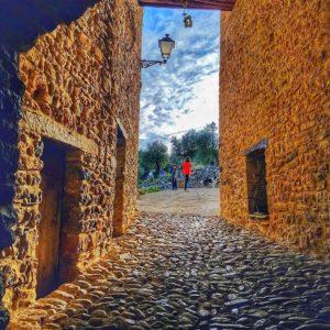 Pasaje a la niñez ? ? ? ?? Gracias @javillop16 por su preciosa foto y por etiquetarnos. Os invitamos a visitar su galería. ? ? ? ?? Síguenos y etiqueta tus fotos con el hashtag @MirAragon . . . · ? ? ? ?? Abizanda, Sobrarbe (Huesca) ? ? #aragon  #miraragon  #Aragón  #España  #casabiescas #architecture  #viaje  #travel  #calle #arquitectura  #tesorosdearagon #visitspain  #wanderlust #photography  #naturaleza  #instagood  #nature  #streetphotography  #tourism  #turismo  #worldplaces  #iamtraveler  #abizanda  #huesca  #spain