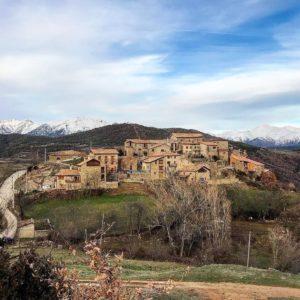 SEÑIU ?? Un pueblito con mucho encanto??con unas vistas fantásticas al valle del Baliera ? ? ? ?? Gracias @chicorredo por su preciosa foto y por etiquetarnos. Os invitamos a visitar su galería. ? ? ? ?? Síguenos y etiqueta tus fotos con el hashtag @MirAragon . . . · ? ? ? ?? Huesca ? ? ? #aragon  #miraragon  #Aragón  #España  #casabiescas #architecture  #viaje  #travel  #calle #arquitectura  #tesorosdearagon #visitspain  #wanderlust #photography  #naturaleza  #instagood  #nature  #streetphotography  #tourism  #turismo  #mercadocentralzgz  #spain  #ayuntamientomontanuy  #visitamontanuy  #valledelbaliera  #ribagorza  #huesca