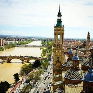 Espectaculares vistas desde una de las torres de El Pilar. ? ? ? ?? Gracias @imagine_photo_zgz por su preciosa foto y por etiquetarnos. Os invitamos a visitar su galería. ? ? ? ?? Síguenos y etiqueta tus fotos con el hashtag @MirAragon . . . · ? ? ? ?? Zaragoza ? ? #aragon  #Zaragoza  #miraragon  #Aragón  #España  #casabiescas #basilicadelpilar  #architecture  #street  #viaje #travel #trip #facade  #elpilar #arquitectura #tesorosdearagon #visitspain #wanderlust #photography #hike #naturaleza #instagood  #nature #streetphotography #instagood #tourism #turismo #senderismo  #spain #capture