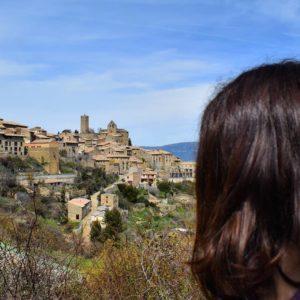 This amazing views... ? ? ? ?? Gracias @clarotida por su preciosa foto y por etiquetarnos. Os invitamos a visitar su galería. ? ? ? ?? Síguenos y etiqueta tus fotos con el hashtag @MirAragon . . . · ? ? ? ?? Aragon, Spain ? ? ? #Aragon  #MirAragon  #Aragón  #España  #casabiescas  #viaje  #travel  #arquitectura  #tesorosdearagon #visitspain  #naturaleza  #nature  #tourism  #turismo  #photo  #spain  #PueblosMedievales  #Rural  #RinconesConEncanto #sosdelreycatolico #sos #zaragoza #views #vistas #town  #hiking #hike #senderismo  #instagood #roadtrip