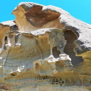 Singular paraje monegrino: Los Torrollones de la Gabarda?????? curiosas formaciones rocosas de arenisca?? La erosión va dejando formas caprichosas como esta ? ? ? ?? Gracias @mvillapuyuelo por su preciosa foto y por etiquetarnos. Os invitamos a visitar su galería. ? ? ? ?? Síguenos y etiqueta tus fotos con el hashtag @MirAragon . . . · ? ? ? ?? Aragon, Spain ? ? ? #Aragon  #MirAragon  #Aragón  #España  #casabiescas  #viaje  #travel  #arquitectura  #tesorosdearagon #visitspain  #naturaleza  #nature  #tourism  #turismo  #photo  #spain  #Rural  #lagabarda  #torrollonesdelagabarda #torrollones #redaragon  #turismoaragon #aragonturismo