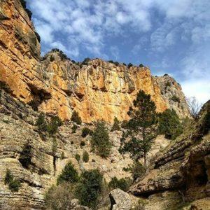 Barranco de El Chorrillo una buena opción para ir de ruta senderista y observar cabras montesas. ? ? ? ?? Gracias @elenitadoso por tus preciosas fotos y por etiquetarnos. Os invitamos a visitar su galería. ? ? ? ?? Síguenos y etiqueta tus fotos con el hashtag @MirAragon . . . · ? ? ? ? ?? Cuevas Labradas (Teruel) ? ? ? #Aragón  #teruel #miraragon  #casabiescas #cuevaslabradas #aragon #embalse #view  #senderismo  #mountains #sierra #turismo #montañas #naturaleza  #nature  #travel #adventure #hike #capture #paisaje  #trekking  #Instagood  #water #viajar #hiking #trip #europe #fiesta #España #Spain