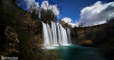 Cascada del Molino de San Pedro, El Vallecillo, Teruel. ? ? ? ?? Gracias @bajolaatentamirada por tus preciosas fotos y por etiquetarnos. Os invitamos a visitar su galería. ? ? ? ?? Síguenos y etiqueta tus fotos con el hashtag @MirAragon . . . · ? ? ? ? ?? El Vallecillo (Teruel) ? ? ? #Aragón  #teruel #elvallecillo #molinodesanpedro #miraragon  #casabiescas #sierradealbarracin #cascada #aventura #senderismo  #mountains #sierra #turismo #montañas #naturaleza  #nature  #travel #adventure #hike #capture #paisaje  #trekking  #Instagood  #water #viajar #hiking #trip #aragon  #España #Spain