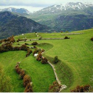 Los valles de San Juan de Plan ? ? ? ?? Gracias @estherbb58 por tus preciosas fotos y por etiquetarnos. Os invitamos a visitar su galería. ? ? ? ?? Síguenos y etiqueta tus fotos con el hashtag @MirAragon . . . · ? ? ? ? ?? San Juan de Plan (Huesca) ? ? ? #sanjuandeplan #Aragón  #Huesca  #miraragon  #casabiescas #rinconesdelpirineo  #view  #senderismo  #pyrenees  #mountains #pirineos  #pirineoaragones  #montañas #naturaleza  #nature  #travel #adventure #hike #capture #paisaje  #trekking  #travel  #viajar #hiking #trip  #España #waterfall #primavera #spring #sobrarbe