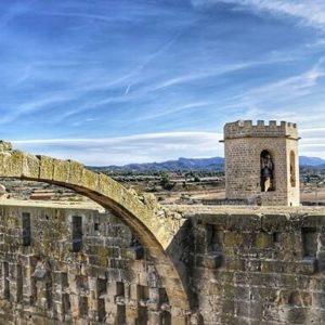 El castillo de Valderrobres ? ? ? ?? Gracias @yourmomentsinphotos por tus preciosas fotos y por etiquetarnos. Os invitamos a visitar su galería. ? ? ? ?? Síguenos y etiqueta tus fotos con el hashtag @MirAragon . . . · ? ? ? ? ?? Valderrobres (Teruel) ? ? ? #Valderrobres #Aragón  #teruel #miraragon  #casabiescas #architecture #castillo #view  #senderismo  #mountains #castle #turismo #montañas #naturaleza  #nature  #travel #adventure #hike #capture #paisaje  #trekking  #Instagood  #photo #viajar #hiking #trip #aragon #spring  #España #Spain
