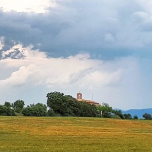 Tormenta en la ermita de San Macario ?????? ? ? ? ?? Gracias @mj.buil_22 por tus preciosas fotos y por etiquetarnos. Os invitamos a visitar su galería. ? ? ? ?? Síguenos y etiqueta tus fotos con el hashtag @MirAragon . . . · ? ? ? ?? Pozan de Vero ? ? ? #MirAragon #Aragón  #casabiescas  #senderismo  #pirineos  #montañas #naturaleza  #travel #adventure #capture #paisaje #trekking  #viajar  #España  #architecture #turismoaragon  #landscape  #landscape_capture #total_landscapes  #naturaleza_spain  #asi_es_cielos #estaes_cielos #tu_skies #total_meteo #ig_skylovers #world_great #tv_clouds #community_queen #lory_vintageandcountry #sight_colour
