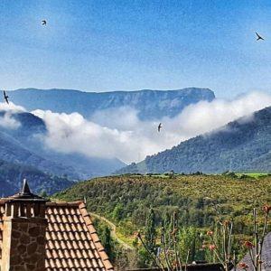 Repost By charotaborda:  Mar de nubes desde Castiello. ???? ? ? ? ?? Gracias @charotaborda por tus preciosas fotos y por etiquetarnos. Os invitamos a visitar su galería. ? ? ? ?? Síguenos y etiqueta tus fotos con el hashtag @MirAragon . . . · ? ? ? ?? Huesca ? ? ? #MirAragon #Aragón  #casabiescas  #senderismo  #pirineos  #montañas #naturaleza  #travel #adventure #capture #paisaje  #viajar  #España  #architecture #turismoaragon  #nubes #peñaoroel #castiellodejaca #jacetania #huesca #asi_es_aragon #tesorosdearagon #loves_huesca #total_aragon #estaes_huesca #asi_es_aragon #asi_es_cielos #total_sky #naturaleza #naturaleza_aragon #nature #asi_es_natura