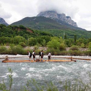 """XXXIV Descenso de Navatas"""" pel riu Cinca, des de Laspuña a Ainsa, tot un espectacle tradicional. ? ? ? ?? Gracias @estherbb58  por tus preciosas fotos y por etiquetarnos. Os invitamos a visitar su galería. ? ? ? ?? Síguenos y etiqueta tus fotos con el hashtag @MirAragon . . . · ? ? ? ?? Aragòn ? ? ? #MirAragon #Aragón  #casabiescas  #senderismo  #pirineos  #montañas #naturaleza  #travel #adventure #capture #paisaje  #viajar  #España  #architecture #turismoaragon  #huesca #asi_es_aragon #tesorosdearagon #naturaleza #nature  #sobrarbe #huescapirineos #pirineoaragonés #pirineodehuesca #navatas #riocinca #landscape #ig_landscape_lovers #river #rio #riu"""