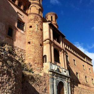 Castillo del Papa Luna. ? ? ? ?? Gracias @gl0ri por su preciosa foto y por este #repost  Os invitamos a visitar su galería. ? ? ? ?? Síguenos y etiqueta tus fotos con el hashtag @MirAragon . . . · ? ? ? ?? Illueca (Zaragoza) ? ? #illueca  #aragon  #Zaragoza  #miraragon  #Aragón  #España  #casabiescas #papaluna  #architecture  #street  #viaje #travel #trip #facade  #arquitectura  #visitspain #wanderlust #photography #hike #naturaleza #instagood  #nature #castillo #castle #tourism #turismo #senderismo  #spain #capture