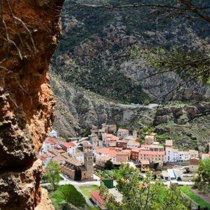Las mejores vistas vienen tras la subida más dura. ? ? ? ?? Gracias @claradomingo por tus preciosas fotos y por etiquetarnos. Os invitamos a visitar su galería. ? ? ? ?? Síguenos y etiqueta tus fotos con el hashtag @MirAragon . . . · ? ? ? ? ?? Tramacastiel (Teruel) ? ? ? #tramacastiel #Aragón  #teruel #miraragon  #casabiescas #architecture #view  #senderismo  #mountains #sierra #turismo #montañas #naturaleza  #nature  #travel #adventure #hike #capture #paisaje  #trekking  #Instagood  #photo #aragon #españa #spain #viajar #hiking #trip #viaje #climb