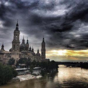 Me quedas tú, la luz del Sol y una maleta para dos... ???? ? ? ? ?? Gracias @lalayon  por tus preciosas fotos y por etiquetarnos. Os invitamos a visitar su galería. ? ? ? ?? Síguenos y etiqueta tus fotos con el hashtag @MirAragon . . . · ? ? ? ?? Aragòn ? ? ? #MirAragon #Aragón  #travel #paisaje  #viajar  #España  #architecture #turismoaragon  #casabiescas  #zaragoza  #elpilar #love #june #junio #atardecer #spring  #rio #ebro #storm #clouds #sky #yellow #instant #amazing  #picoftheday #instagood #colorful #nature  #aragon #beautifulday