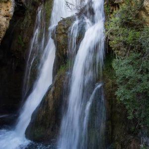 Calomarde. Cascada del Molino Viejo. ? ? ? ?? Gracias @turoljones  por tus preciosas fotos y por etiquetarnos. Os invitamos a visitar su galería. ? ? ? ?? Síguenos y etiqueta tus fotos con el hashtag @MirAragon . . . · ? ? ? ?? Aragòn ? ? ? #MirAragon #Aragón  #travel #paisaje  #viajar  #España  #architecture #TurismoAragon  #casabiescas #aragontureino  #aragon #spain #senderismo #trecking #pirineo_aragones #mostrandoimagenes #estaes_natura #espectacular_shot #estaes_cielos  #calomarde #sierradealbarracin #cascadabatida #albarracim #teruel #cascadadelmolinoviejo #esates_aragon #somosaragón