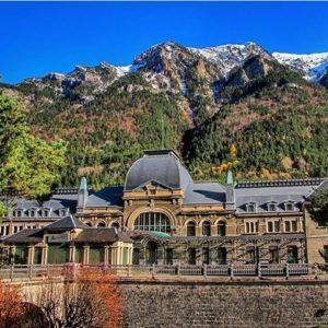 Canfranc. ? ? ?? Gracias @ruben_travels por tus preciosas fotos y por etiquetarnos. Os invitamos a visitar su galería. ? ? ? ?? Síguenos y etiqueta tus fotos con el hashtag @MirAragon . . . · ? ? ? ? ?? Canfranc (Huesca) ? ? ?  #canfranc #Aragón  #Huesca  #miraragon  #casabiescas #rinconesdelpirineo  #view  #senderismo  #pyrenees  #mountains #pirineos  #pirineoaragones  #montañas #naturaleza  #nature  #travel #adventure #hike #capture #paisaje #trekking  #travel #walk #viajar #hiking #trip  #España #snow #primavera #spring