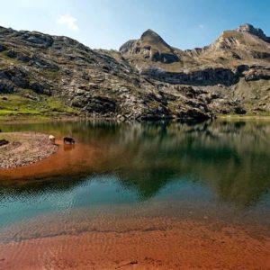 Los colores de la montaña. Ibón de Estanés. ? ? ? ?? Gracias @alex_camarayaccion  por tus preciosas fotos y por #repost . Os invitamos a visitar su galería. ? ? ? ?? Síguenos y etiqueta tus fotos con el hashtag @MirAragon . . . · ? ? ? ?? Aragòn ? ? ? #MirAragon #Aragón  #travel #paisaje  #viajar  #España  #architecture #TurismoAragon  #casabiescas #aragontureino  #aragon #spain #photo  #spain_photographs  #naturephotography #livestock #arcilla #clay #colores #colours #loscoloresdelamontaña #naturaleza #nature #paisaje #landscape #valledelrioaragon #jacetania #pirineoaragones  #españa #estaesaragon
