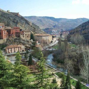 Río en albarracin #Murallas en Albarracin ? ? ? ?? Gracias @jero_cj  por tus preciosas fotos y por etiquetarnos. Os invitamos a visitar su galería. ? ? ? ?? Síguenos y etiqueta tus fotos con el hashtag @MirAragon . . . · ? ? ? ?? Aragòn ? ? ? #MirAragon #Aragón  #travel #paisaje  #viajar  #España  #architecture #TurismoAragon  #casabiescas #aragontureino  #aragon #spain #loves_aragon #naturaleza_aragon #redaragon #estaesaragon #estaes_aragon #aragonturismo #total_aragon  #nature #albarracin #albarracinlove #teruel  #asi_es_aragon #total_aragon #estaes_aragon #loves_aragon #megustaesterincon #rinconesconencanto #pueblosconencanto#pueblosmagicos