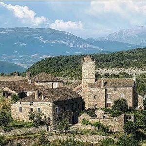 Santa Maria de Buil, en el Sobrarbe. ? ? ?? Gracias @mj.buil_22 por tus preciosas fotos y por etiquetarnos. Os invitamos a visitar su galería. ? ? ? ?? Síguenos y etiqueta tus fotos con el hashtag @MirAragon . . . · ? ? ? ? ?? Santa Maria de Buil (Huesca) ? ? ? #santamariadebuil #Aragón  #aragon #Huesca  #miraragon  #casabiescas #rinconesdelpirineo  #view  #senderismo  #pyrenees  #mountains #pirineos  #pirineoaragones  #montañas #naturaleza  #nature  #travel #adventure #hike #capture #paisaje  #trekking  #travel  #viajar #hiking #trip  #España #sport #primavera #spring