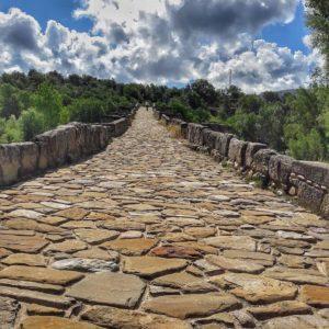 Caminos de piedra #puenteromano #capella #huesca ? ? ? ?? Gracias @barreromanuel por tus preciosas fotos y por etiquetarnos. Os invitamos a visitar su galería. ? ? ? ?? Síguenos y etiqueta tus fotos con el hashtag @MirAragon . . . · ? ? ? ?? Aragòn ? ? ? #MirAragon #Aragón  #travel #paisaje  #viajar  #España  #architecture #TurismoAragon  #casabiescas #aragontureino  #aragon #spain #redaragon #estaesaragon  #aragonturismo #total_aragon  #nature  #mountain #lovemountain #naturephotography #paisajes #lonelyplanetfr #summer #asies_aragon #loves_aragon #somosaragon #asi_es_aragon #total_aragon