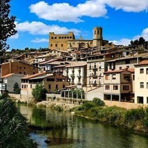 Panorámica de Valderrobres. ? ? ? ?? Gracias @jero_cj por tus preciosas fotos y por etiquetarnos. Os invitamos a visitar su galería. ? ? ? ?? Síguenos y etiqueta tus fotos con el hashtag @MirAragon . . . · ? ? ? ? ?? Valderrobres (Teruel) ? ? ? #valderrobres #Aragón  #teruel #matarraña  #miraragon  #casabiescas #architecture #primavera #senderismo  #mountains #sierra #rural #montañas #naturaleza  #nature  #travel #adventure #hike #capture #paisaje  #trekking  #Instagood  #photo #aragon #españa #spain #flowers #hiking #trip #viaje