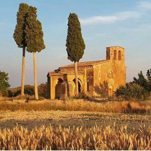 Ermita de la Virgen de Treviño, románica, siglo XIII. Adahuesca. ? ? ?? Gracias @mj.buil_22 por tus preciosas fotos y por etiquetarnos. Os invitamos a visitar su galería. ? ? ? ?? Síguenos y etiqueta tus fotos con el hashtag @MirAragon . . . · ? ? ? ? ?? Adahuesca (Huesca) ? ? ? #adahuesca #Aragón  #somontano #Huesca  #miraragon  #casabiescas #sierradeguara  #view  #senderismo  #guara #mountains #romanico #arquitectura #montañas #naturaleza  #nature  #travel #adventure #hike #capture #paisaje  #trekking  #travel  #viajar #hiking #trip  #España #street #primavera #spring
