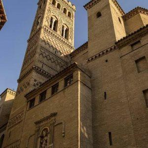 Torre de San Gil. ? ? ? ?? Gracias @turoljones por su preciosa foto y por etiquetarnos.  Os invitamos a visitar su galería. ? ? ? ?? Síguenos y etiqueta tus fotos con el hashtag @MirAragon . . . · ? ? ? ?? Zaragoza ? ? #aragon  #Zaragoza  #miraragon  #Aragón  #España  #casabiescas #medieval  #architecture  #street  #viaje #travel #trip #facade  #arquitectura  #mudejar #visitspain #wanderlust #photography #hike #naturaleza #instagood  #nature #iglesia #church #tourism #turismo #senderismo #tower #spain #capture