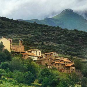 Nerill ?? Otro encantador pueblo de la #ribagorza oriental  1502 mts al lado de Coll de Espina con unas vistas impresionantes ? ? ? ?? Gracias @chicorredo por tus preciosas fotos y por etiquetarnos. Os invitamos a visitar su galería. ? ? ? ?? Síguenos y etiqueta tus fotos con el hashtag @MirAragon . . . · ? ? ? ? ?? Aragón ? ? ? #Aragón  #miraragon  #mountains #rural #montañas #naturaleza  #nature  #travel #casabiescas #hike #capture #paisaje #trekking  #Instagood  #aragon #españa #spain #sitiosdehuesca #estaes  #sitiosdeespaña #pueblosconencanto #pueblosdeespaña  #ok_españa  #eschuladecojon  #fever_spain #police_villages  #be_one_spain #be_one_rural  #conociendo_espana