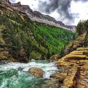 """""""Gradas de soaso"""" Ordesa. ? ? ? ?? Gracias @javillop16 por tus preciosas fotos y por etiquetarnos.  Os invitamos a visitar su galería. ? ? ? ?? Síguenos y etiqueta tus fotos con el hashtag @MirAragon . . . · ? ? ? ?? Aragón ? ? ? #Aragón  #MirAragon  #mountains #rural #montañas #naturaleza  #nature  #casabiescas #paisajes  #aragon #españa #spain #rinconesdelpirineo #naturaleza_aragon  #naturaleza_spain  #asi_es_natura  #estaes_natura  #be_one_natura  #lives_mountains  #loves_pirynees  #loves_natura  #total_aragon  #world_bestnature"""