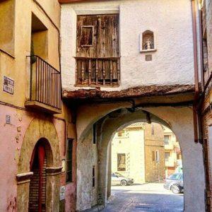 Rincones de Muel. ? ? ? ?? Gracias @olgaclick por su preciosa foto y por etiquetarnos.  Os invitamos a visitar su galería. ? ? ? ?? Síguenos y etiqueta tus fotos con el hashtag @MirAragon . . . · ? ? ? ?? Muel (Zaragoza) ? ? #muel #aragon  #Zaragoza  #miraragon  #Aragón  #España  #casabiescas #medieval  #architecture  #town  #viaje #travel #trip #facade  #arquitectura  #visitspain #wanderlust #photography #hike #naturaleza #instagood  #nature #calle #street #tourism #turismo #senderismo #wall  #spain #capture