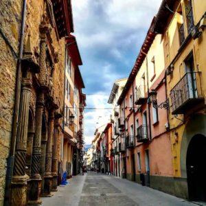 Callejeando mmmm.. lloverá? ?????????? ? ? ? ?? Gracias @ana.cebollero por tus preciosas fotos y por etiquetarnos.  Os invitamos a visitar su galería. ? ? ? ?? Síguenos y etiqueta tus fotos con el hashtag @MirAragon . . . · ? ? ? ?? Aragón ? ? ? #Aragón  #MirAragon  #mountains #rural #montañas #naturaleza  #nature  #casabiescas #paisajes  #aragon #españa #spain #rinconesdelpirineo  #jaca #huesca #jacetania #asi_es_calles #estaes_cielos #estaes_calles #estaesaragon #loves_aragon #total_aragon_ #somosaragón #escuchate_ar #nubes #descubrearagon #total_sky #ok_sky #ok_spain #españagrafias ?? www.miraragon.com