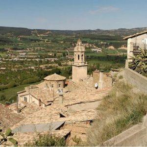 Vistas de Peñarroya de Tastavins. ? ? ? ?? Gracias @fegraor por tus preciosas fotos y por este #repost Os invitamos a visitar su galería. ? ? ? ?? Síguenos y etiqueta tus fotos con el hashtag @MirAragon . . . · ? ? ? ? ?? Peñarroya de Tastavins (Teruel) ? ? ? #Aragón  #teruel #peñarroyadetastavins #miraragon  #casabiescas #town #verano #senderismo  #mountains #rural #montañas #naturaleza  #nature  #travel #adventure #hike #capture #paisaje  #trekking  #Instagood  #photo #aragon #españa #spain #pueblo #hiking #trip #viaje #summer