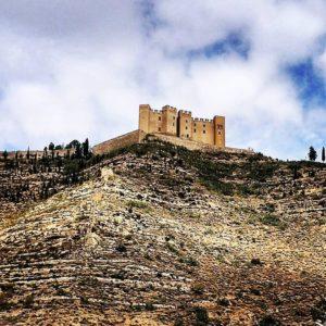 ?? Imponente silueta del castillo de Mequinenza, s XIV-XV de estilo gótico ?? ? ? ??: Gracias @toni.bcn.photo por tus preciosas fotos y por #repost . Os invitamos a visitar su galería. ? ? ? ?? Síguenos y etiqueta tus fotos con el hashtag @MirAragon . . . · ? ? ? ?? Aragon ? ? ? #Aragón  #MirAragon  #mountains #rural #montañas #naturaleza  #nature  #casabiescas #paisajes  #aragon #españa #spain #turismoaragon #zaragoza #huesca #teruel #travel #historia #viaje #castillo #mequinenza #mardearagon #mequinensa #zaragozaprovincia #bajocinca #castles #castillos #chateau #visitmequinenza ?? www.miraragon.com