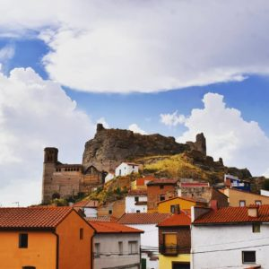 Nubes que enmarcan el castillo de Maluenda. ? ? ? ?? Gracias @claradomingo por su preciosa foto y por etiquetarnos.  Os invitamos a visitar su galería. ? ? ? ?? Síguenos y etiqueta tus fotos con el hashtag @MirAragon . . . · ? ? ? ?? Maluenda (Zaragoza) ? ? #maluenda  #aragon  #Zaragoza  #miraragon  #Aragón  #España  #casabiescas #medieval  #architecture  #town  #viaje #travel #trip #facade  #arquitectura  #visitspain #wanderlust #photography #hike #naturaleza #instagood  #nature #sky #street #tourism #turismo #senderismo #clouds  #spain #capture