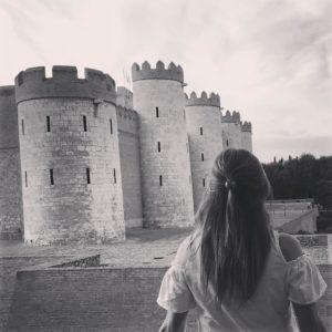 Siestas paredes de piedras nos contarán su historia ?? ? ? ? ?? Gracias @carmenchurt por tus preciosas fotos y por etiquetarnos. Os invitamos a visitar su galería. ? ? ? ?? Síguenos y etiqueta tus fotos con el hashtag @MirAragon . . . · ? ? ? ?? Aragon, Palacio de la Alfajeria ? ? ? #Aragón  #MirAragon  #casabiescas  #nature  #travel  #hike #capture #photography #photographer #photooftheday #photo #history #piedras #landscape #landscapephotography  #espagne #españa #aragon #palaciodelaalfajeria #cortesdearagon #zaragoza #igers #instagram #instagramers  #atardecer #smile #palacio #tardedepaseo #aragonenabierto #zaragozapaseando