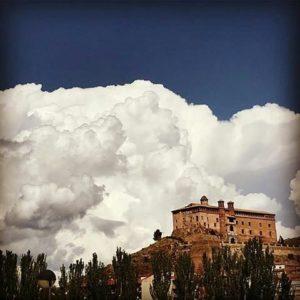 Nubes que enmarcan el castillo de Illueca. ? ? ? ?? Gracias @24kaiser por su preciosa foto y por este #repost Os invitamos a visitar su galería. ? ? ? ?? Síguenos y etiqueta tus fotos con el hashtag @MirAragon . . . · ? ? ? ?? Illueca (Zaragoza) ? ? #illueca #aragon  #Zaragoza  #miraragon  #Aragón  #España  #casabiescas #medieval  #architecture  #town  #viaje #travel #trip #facade  #arquitectura  #visitspain #wanderlust #photography #hike #naturaleza #instagood  #nature #sky #street #tourism #turismo #clouds  #spain #capture