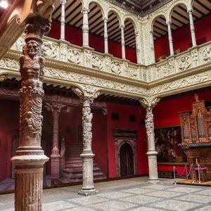 Patio de la casa Zaporta, renacimiento aragonés. ? ? ? ?? Gracias @turoljones por su preciosa foto y por etiquetarnos.  Os invitamos a visitar su galería. ? ? ? ?? Síguenos y etiqueta tus fotos con el hashtag @MirAragon . . . · ? ? ? ?? Zaragoza ? ? #aragon  #Zaragoza  #miraragon  #Aragón  #España  #casabiescas #medieval  #architecture  #street  #viaje #travel #trip #facade  #arquitectura  #renacimiento #visitspain #wanderlust #photography #hike #naturaleza #instagood  #nature #palace #renaissance #tourism #turismo #senderismo #tower #spain #capture