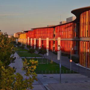 Atardecer en la zona de la Expo, Zaragoza . Ya es viernes !!! Mañana comienzan los Pilares ?????? ? ? ? ?? Gracias @loligf68 por su preciosa foto y por etiquetarnos.  Os invitamos a visitar su galería. ? ? ? ?? Síguenos y etiqueta tus fotos con el hashtag @MirAragon . . . · ? ? ? ?? Aragòn, Zaragoza ? ? ? #Aragon  #MirAragon  #Aragón  #España  #casabiescas #viaje #travel  #visitspain  #photography  #naturaleza  #nature  #tourism #expo  #spain  #rinconesdelpirineo  #total_spain  #loves_aragon #estaes_aragon #igersaragon #españa  #conociendo_espana #zaragoza #procamapp  #photooftheday #snapseedmob #pirineos